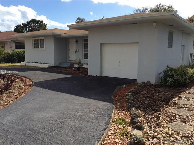 1060 NE 166th St, North Miami Beach, FL 33162 (MLS #A10678025) :: Castelli Real Estate Services