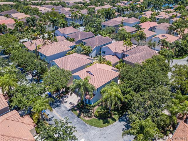 1140 Lyontree St, Hollywood, FL 33019 (MLS #A10678043) :: The Riley Smith Group