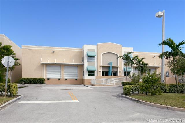 11355 NW 34th St, Doral, FL 33178 (MLS #A10678117) :: EWM Realty International