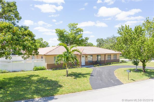 8668 NW 29th Dr, Coral Springs, FL 33065 (MLS #A10678370) :: Castelli Real Estate Services