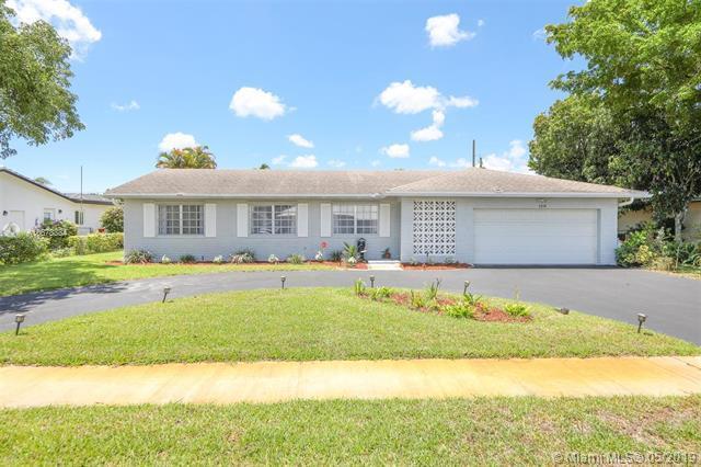 5240 SW 10th St, Plantation, FL 33317 (MLS #A10678384) :: Green Realty Properties