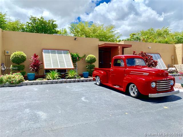 7156 Ballantrae Ct, Miami Lakes, FL 33014 (MLS #A10678423) :: EWM Realty International