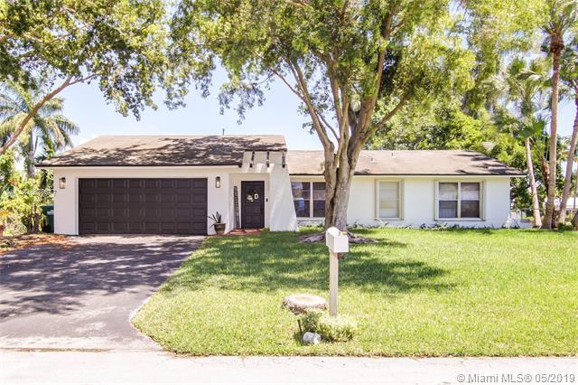 8421 SW 181st St, Palmetto Bay, FL 33157 (MLS #A10678677) :: RE/MAX Presidential Real Estate Group