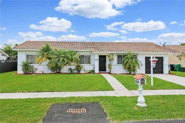 15260 SW 100th Ave, Miami, FL 33157 (MLS #A10678791) :: RE/MAX Presidential Real Estate Group