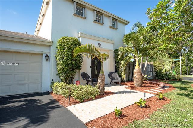 9461 NW 52nd St, Sunrise, FL 33351 (MLS #A10678822) :: Green Realty Properties