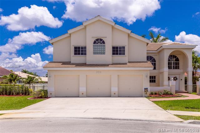 935 NW 201st Way, Pembroke Pines, FL 33029 (MLS #A10678849) :: Green Realty Properties