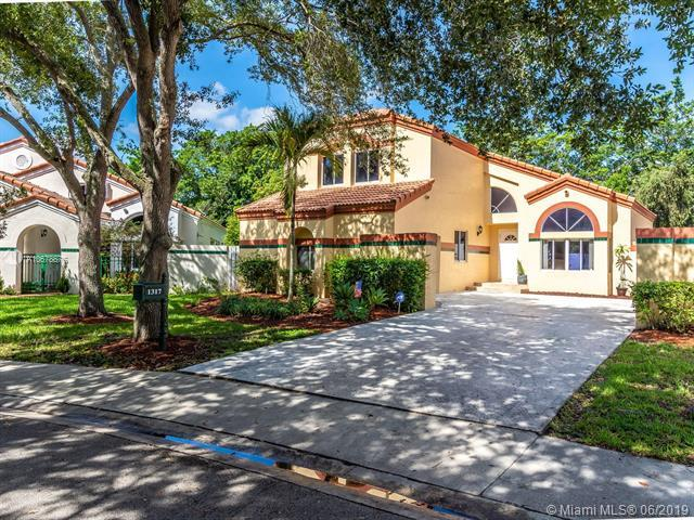 1317 Harbour Side Dr, Weston, FL 33326 (MLS #A10678876) :: Green Realty Properties