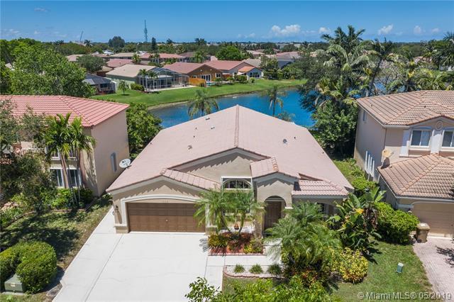 1544 E Harmony Lake Cir, Davie, FL 33324 (MLS #A10678887) :: Green Realty Properties