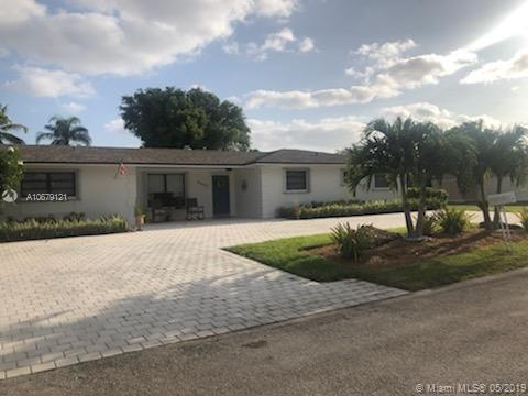 9861 SW 122nd St, Miami, FL 33176 (MLS #A10679121) :: Green Realty Properties