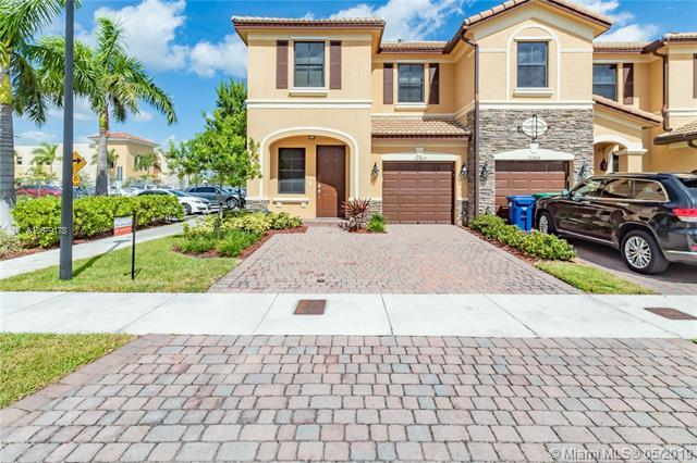 11307 NW 88th St, Doral, FL 33178 (MLS #A10679178) :: EWM Realty International