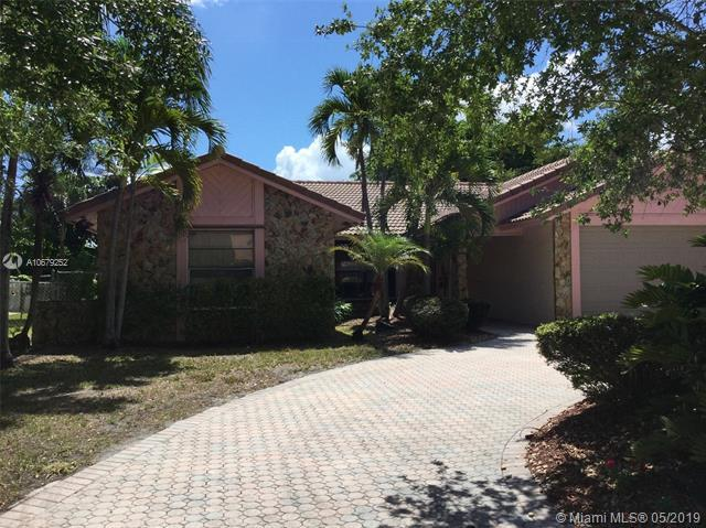 615 NW 113th Ter, Coral Springs, FL 33071 (MLS #A10679252) :: The Brickell Scoop