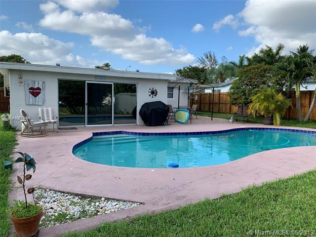 6602 SW 7th Pl, North Lauderdale, FL 33068 (MLS #A10679294) :: RE/MAX Presidential Real Estate Group