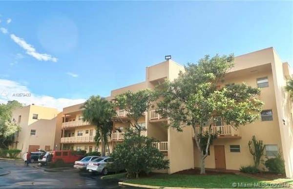 8390 Lagos De Campo Blvd #308, Tamarac, FL 33321 (MLS #A10679430) :: Green Realty Properties