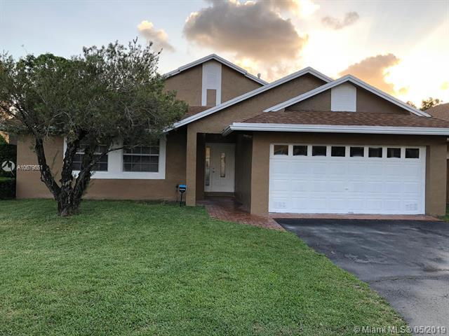 19140 NW 77th Ct, Hialeah, FL 33015 (MLS #A10679551) :: Green Realty Properties