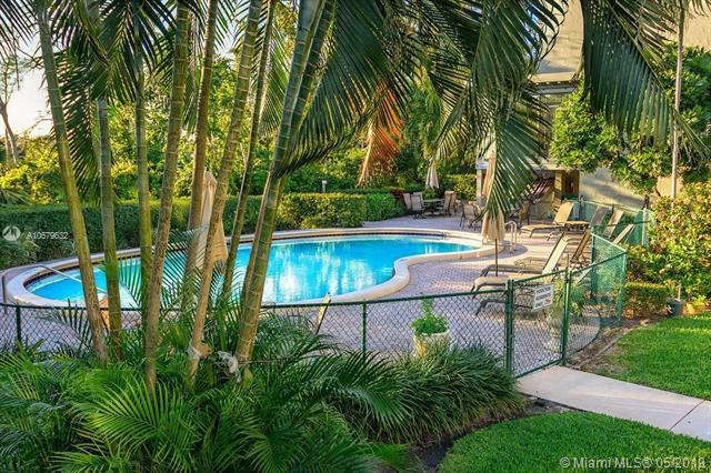 501 SW 11th Pl #105, Boca Raton, FL 33432 (MLS #A10679632) :: The Howland Group