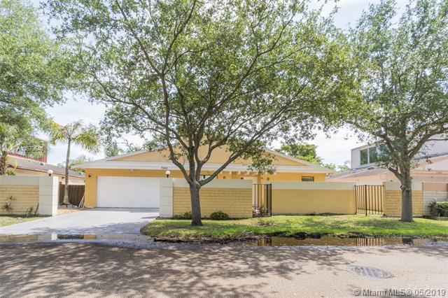 7860 Canterbury Ln, Plantation, FL 33324 (MLS #A10679646) :: RE/MAX Presidential Real Estate Group