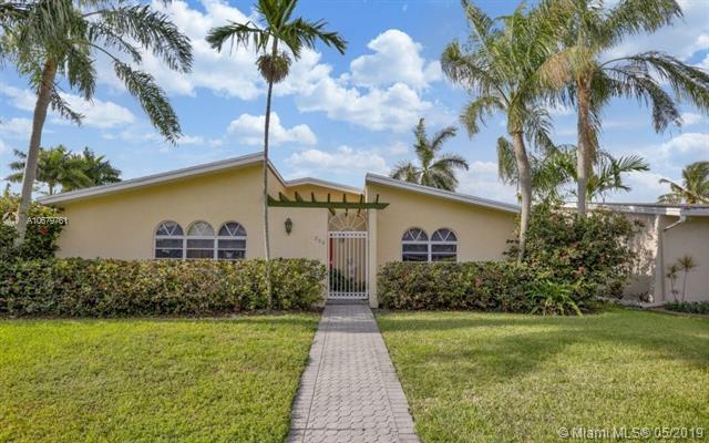 290 SE 7th St, Dania Beach, FL 33004 (MLS #A10679761) :: The Edge Group at Keller Williams