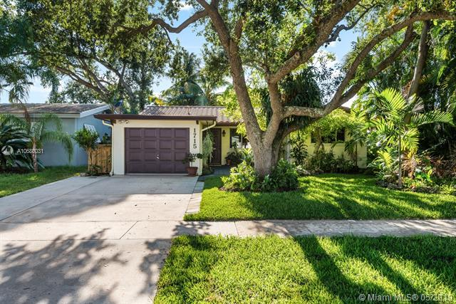 1715 N 44th Ave, Hollywood, FL 33021 (MLS #A10680031) :: RE/MAX Presidential Real Estate Group