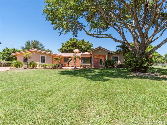 1910 SW 116th Ave, Davie, FL 33325 (MLS #A10680038) :: The Teri Arbogast Team at Keller Williams Partners SW