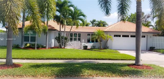 2142 NE 56th Pl, Fort Lauderdale, FL 33308 (MLS #A10680118) :: The Jack Coden Group