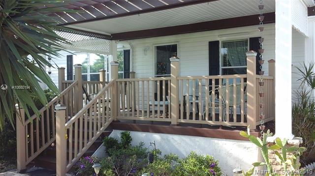 211 NW 53rd Ct, Deerfield Beach, FL 33064 (MLS #A10680194) :: Grove Properties
