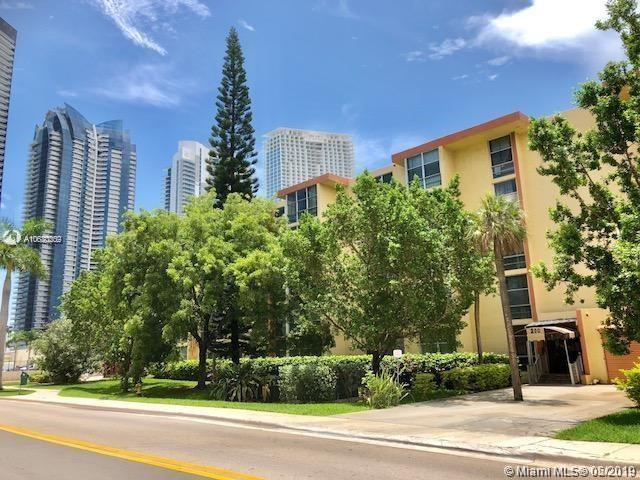 200 172nd St #403, Sunny Isles Beach, FL 33160 (MLS #A10680209) :: The Jack Coden Group
