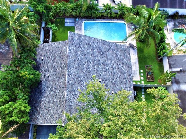 7950 NW 4th Pl, Plantation, FL 33324 (MLS #A10680573) :: The Brickell Scoop