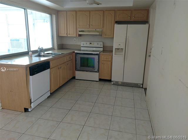 4101 NW 52nd Ave, Lauderdale Lakes, FL 33319 (MLS #A10680601) :: The Brickell Scoop