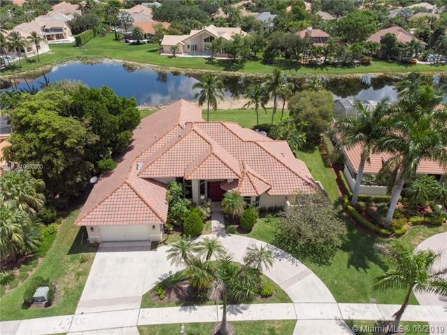 530 Coconut Circle, Weston, FL 33326 (MLS #A10680860) :: The Kurz Team