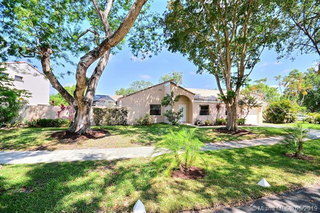 2780 Garden Dr, Cooper City, FL 33026 (MLS #A10681011) :: The Brickell Scoop
