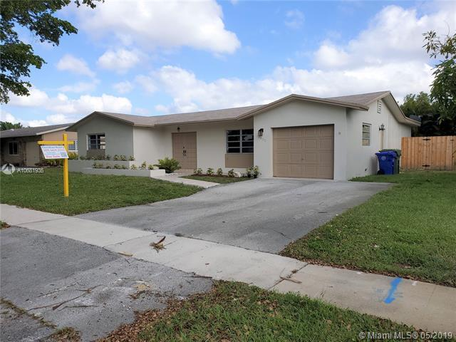 10430 NW 20th St, Pembroke Pines, FL 33026 (MLS #A10681936) :: The Rose Harris Group