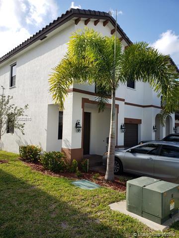 8890 NW 103rd Path, Doral, FL 33178 (MLS #A10682510) :: Berkshire Hathaway HomeServices EWM Realty