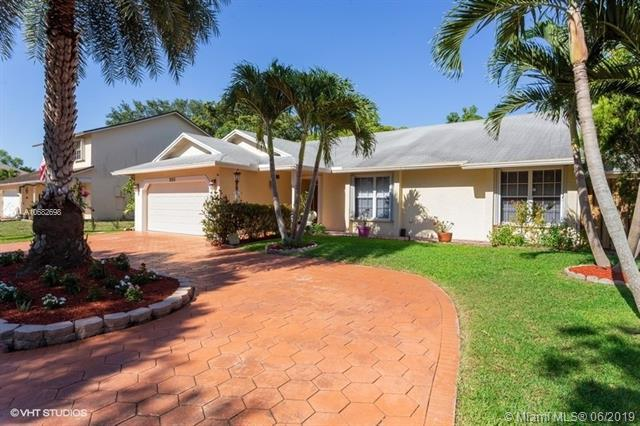 290 NW 78th Ter, Plantation, FL 33324 (MLS #A10682698) :: The Brickell Scoop