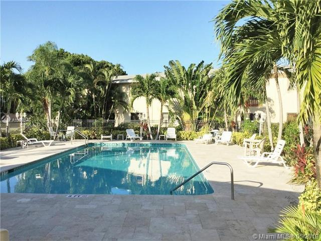 2912 NE 8th Ter #202, Oakland Park, FL 33334 (MLS #A10683148) :: The Brickell Scoop