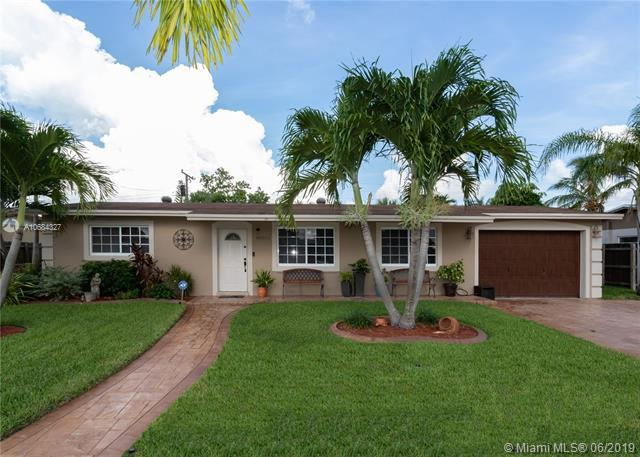 18004 NW 78th Pl, Hialeah, FL 33015 (MLS #A10684327) :: The Jack Coden Group
