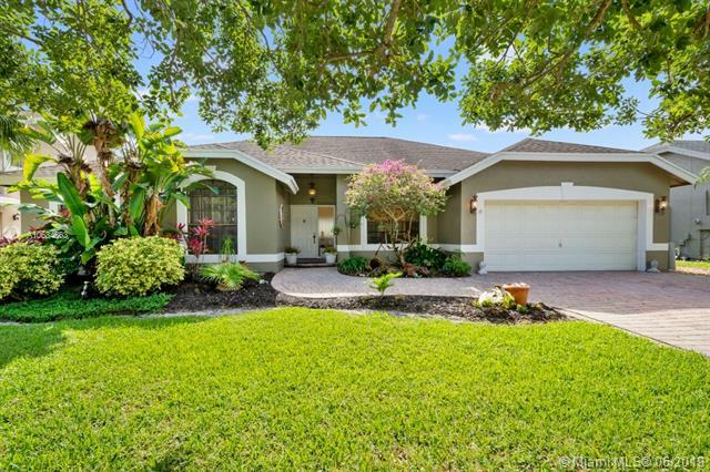 5842 Sw 88th Ter., Cooper City, FL 33328 (MLS #A10684363) :: The Brickell Scoop