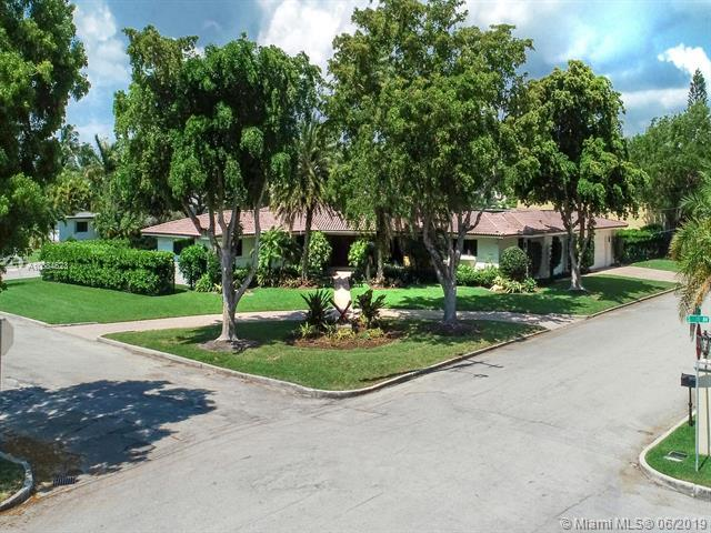 1114 S Southlake Dr, Hollywood, FL 33019 (MLS #A10684623) :: Green Realty Properties