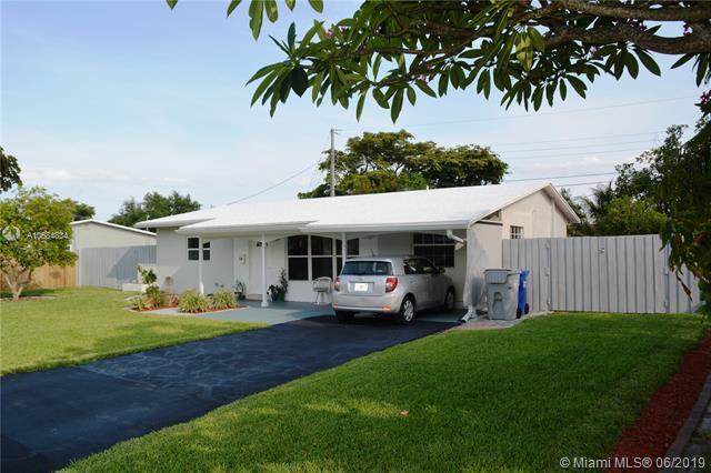 830 NE 32nd Ct, Pompano Beach, FL 33064 (MLS #A10684834) :: EWM Realty International