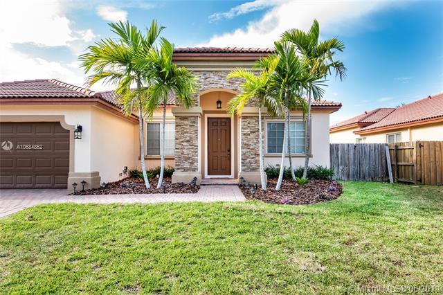 9467 SW 221st Ln, Cutler Bay, FL 33190 (MLS #A10684862) :: Green Realty Properties
