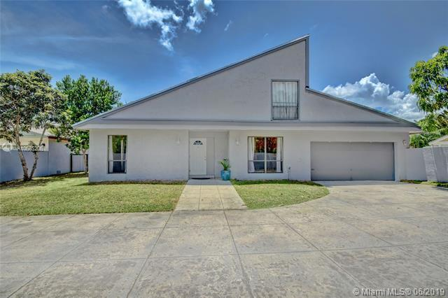 7831 NW 4th St, Plantation, FL 33324 (MLS #A10685206) :: Grove Properties