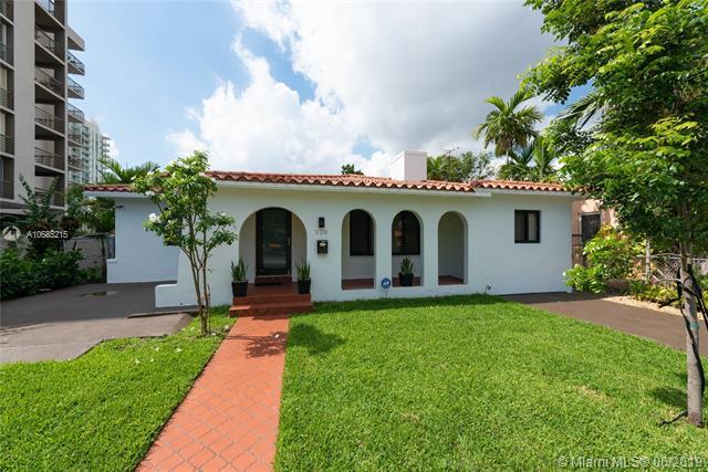 320 SW 24th Rd, Miami, FL 33129 (MLS #A10685215) :: The Brickell Scoop