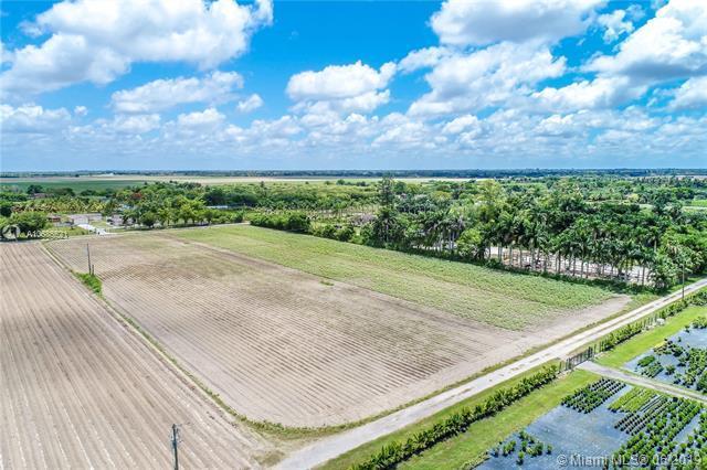 22350** SW 252nd St, Miami, FL 33031 (MLS #A10685521) :: Grove Properties