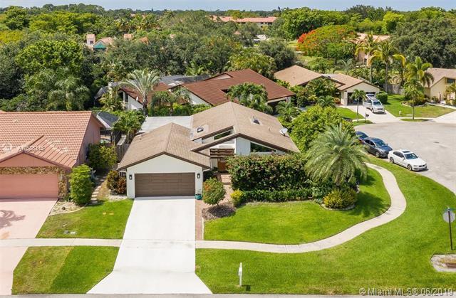 6163 Amberwoods Dr, Boca Raton, FL 33433 (MLS #A10686145) :: Grove Properties