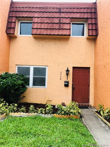 2008 NW 38th Ter #805, Lauderdale Lakes, FL 33311 (MLS #A10686201) :: The Brickell Scoop