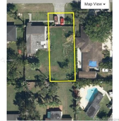 130 NW 17 St, Homestead, FL 33030 (MLS #A10686411) :: EWM Realty International