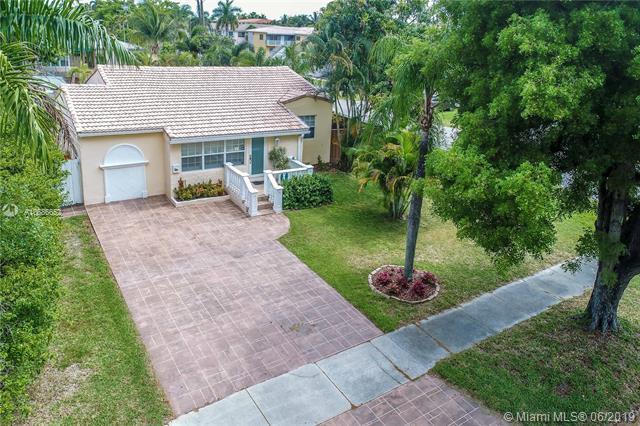 1403 Fletcher St, Hollywood, FL 33020 (MLS #A10686652) :: The Brickell Scoop