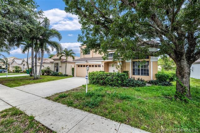 2810 Bogota Ave, Cooper City, FL 33026 (MLS #A10686720) :: The Teri Arbogast Team at Keller Williams Partners SW