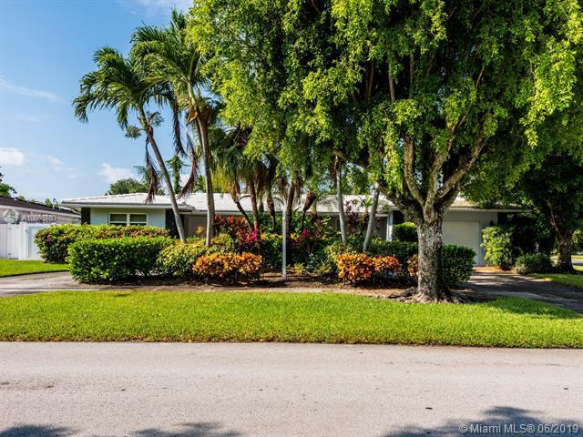 2060 NE 207th St, Miami, FL 33179 (MLS #A10686780) :: RE/MAX Presidential Real Estate Group