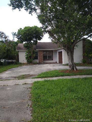 8920 N Johnson St, Pembroke Pines, FL 33024 (MLS #A10687400) :: Laurie Finkelstein Reader Team