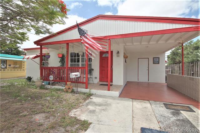 360 NE 51st St, Oakland Park, FL 33334 (MLS #A10687460) :: Grove Properties